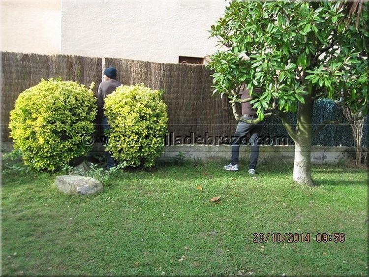 Montaje de una valla en un chalet de una urbanizaci n privada - Vallas de plastico para jardin ...
