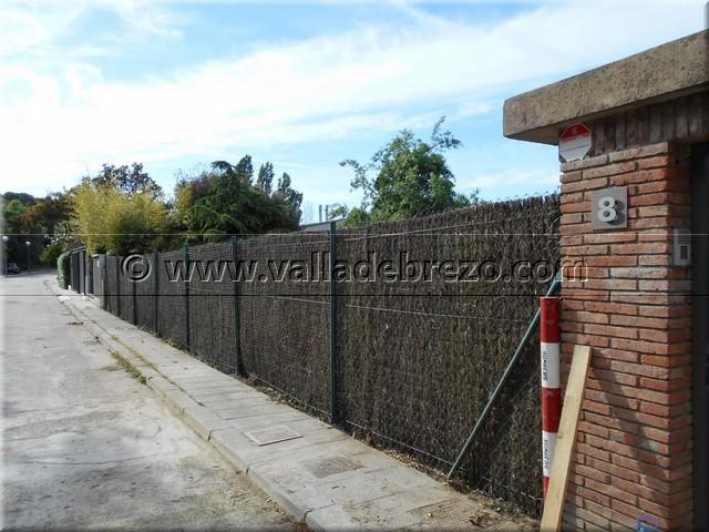 Montaje de una valla en un chalet de una urbanizaci n privada - Vallados de obra ...
